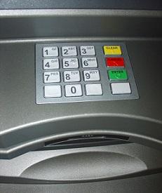 geld pinnen in ATM