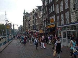 shoppen in de winkelstraten van Amsterdam